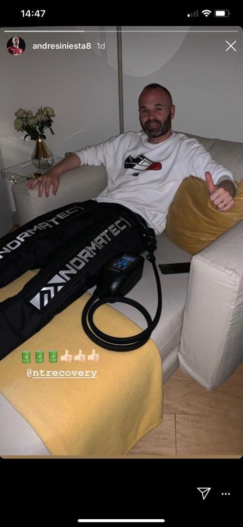 NormaTec pulse leg system in gebruik door Andres Iniesta